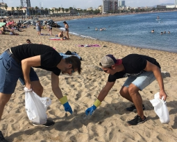 Cleaning the coast and gathering data: Bax & Company joins in the International Coastal Cleanup